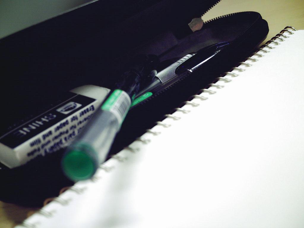 スケッチブックと筆記用具