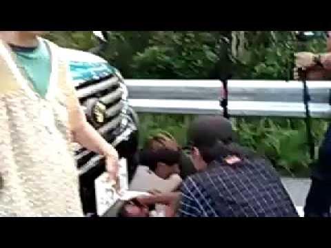 【証拠動画】警察が反対派市民をひき逃げしたそうですが・・・