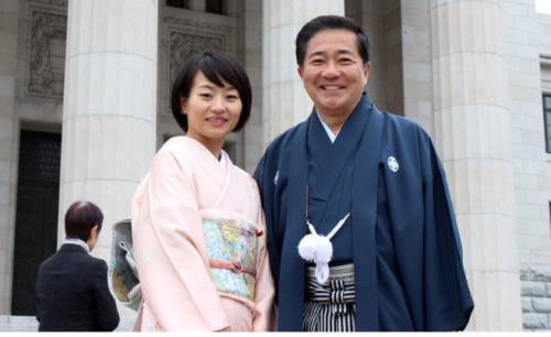 長島昭久さんのツイート 天皇陛下をお迎えしての通常国会開会式を終え、和装議員連盟の恒例行事。今年一年の決意を込めて国会議事堂前での記念写真。今年は、鈴木貴子代議士とパチリ!