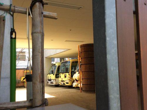 福島瑞穂議員が塚本幼稚園視察、猫バス可愛い
