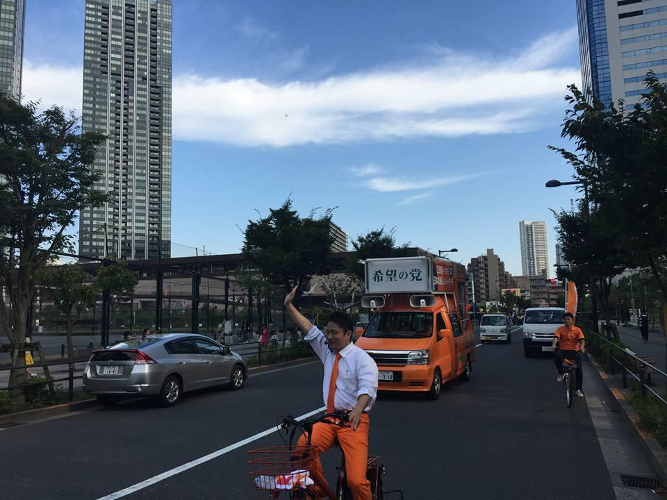 希望の党・柿沢未途さんが不審者通報レベルのファッションと自転車で車道ど真ん中を爆走するパレード!2