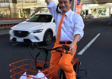 希望の党・柿沢未途さんが不審者通報レベルのファッションと自転車で車道ど真ん中を爆走するパレード!