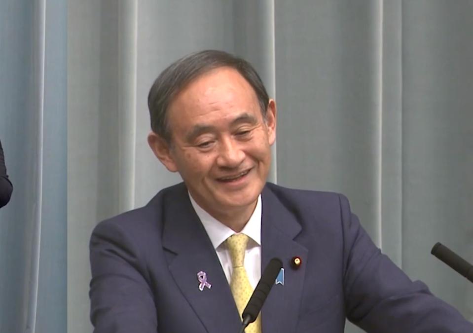 東京新聞・望月イソ子記者の珍問を受けた時の菅義偉官房長官の顔www馴染みの記者に変顔を見せて遊ぶ
