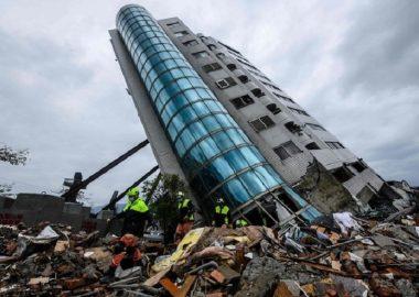 民進党の神奈川県議が「台湾地震」で傾いたビルをイメージした写真を投稿?斜めに撮影し「耐えられるか」