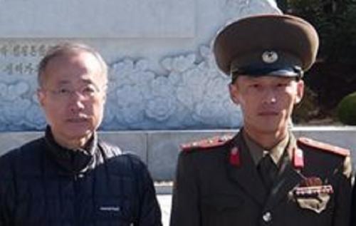 有田芳生と朝鮮人民軍兵士の写真!北朝鮮訪問時に撮影、同行者は謎の自殺→葬儀の日に写真が公開される