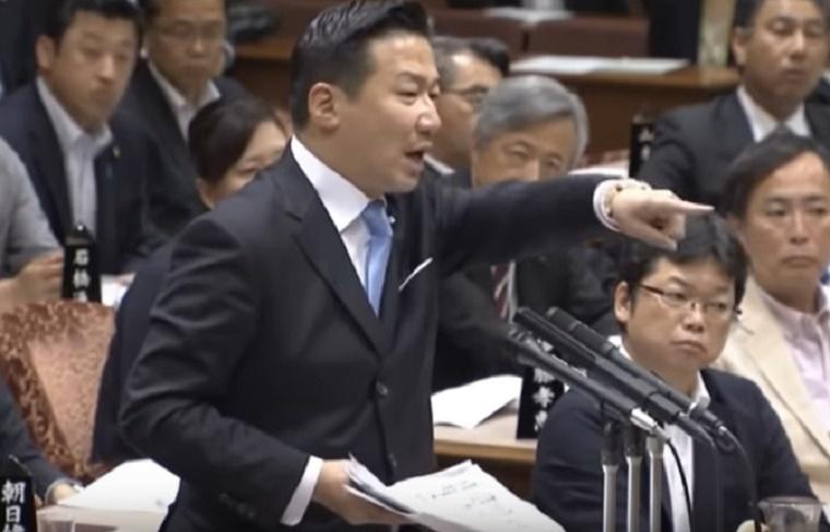 怖すぎ!福山哲郎が国会で秘書官を激しく恫喝する事案発生!安倍総理「激しく言われると委縮するやん」