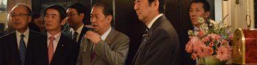 朝日新聞の「杉田水脈、人として失格」で思い出される、草彅剛の全裸泥酔事件と鳩山発言