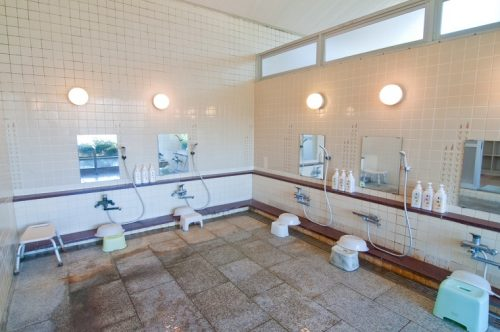 私立高修学旅行で副校長が女風呂に突入し放尿「のぞくつもりは一切なかった」←そういう問題ではない