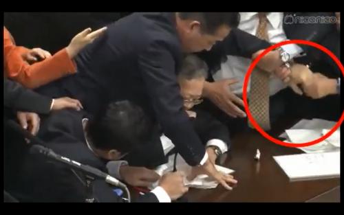 【動画】有田芳生議員が与党議員の指を折ろうとした?深夜の採決で立憲民主議員が大暴れ