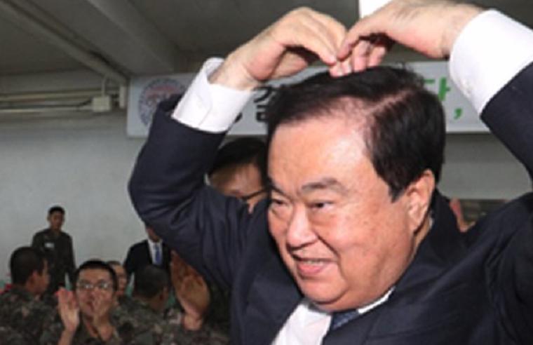 天皇謝罪発言の韓国国会議長がセクハラ騒動!議長室で女性議員ともみ合い→抱きしめる→低血糖で倒れ入院